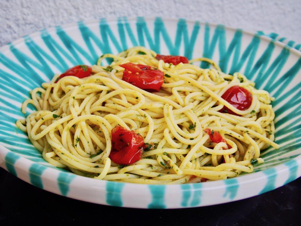 Pasta mit Ofentomaten und Kräuteröl