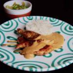 Saté-Spieß vom Huhn mit Erdnusssauce und Gurkensalat