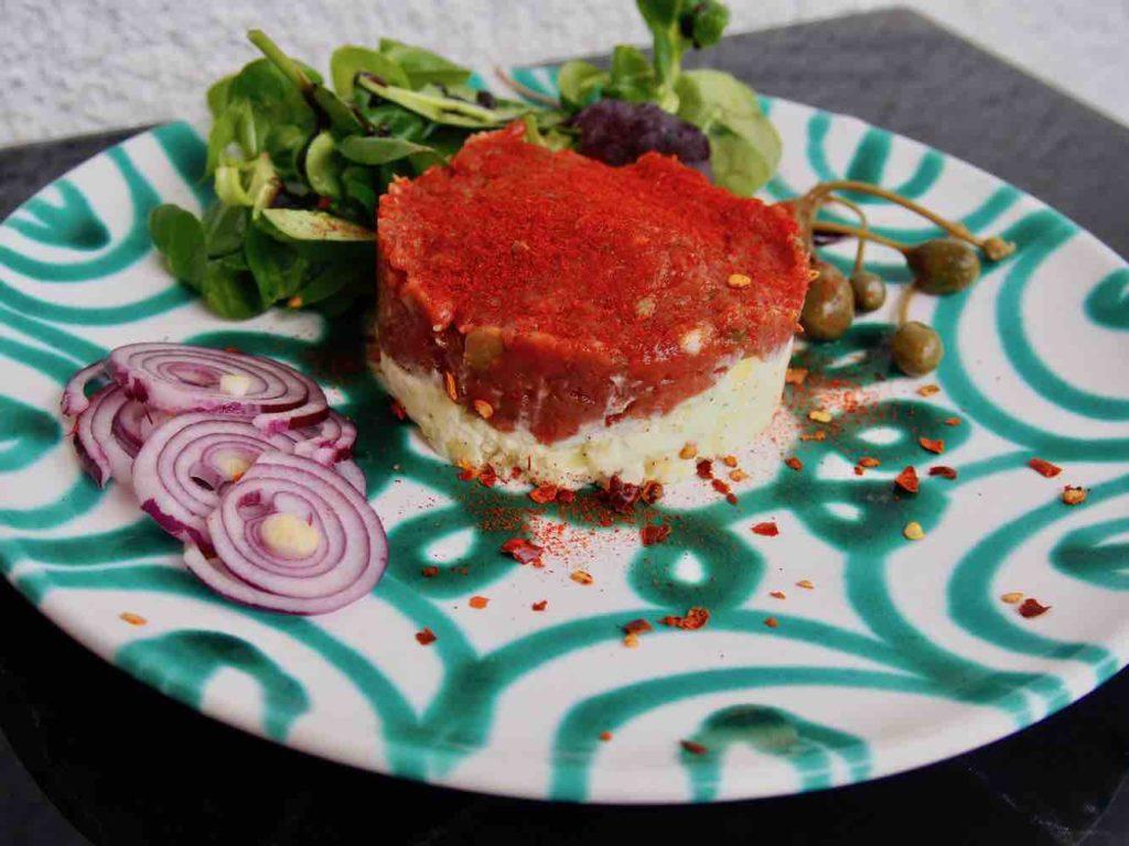 Beef Tatar und Erdäpfelkas