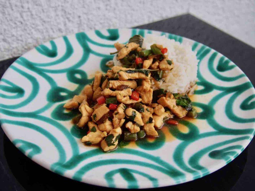 Hühnchen mit Thai-Basilikum