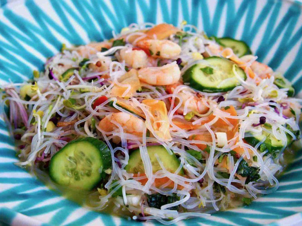 Glasnudelsalat mit Shrimps und Gemüse