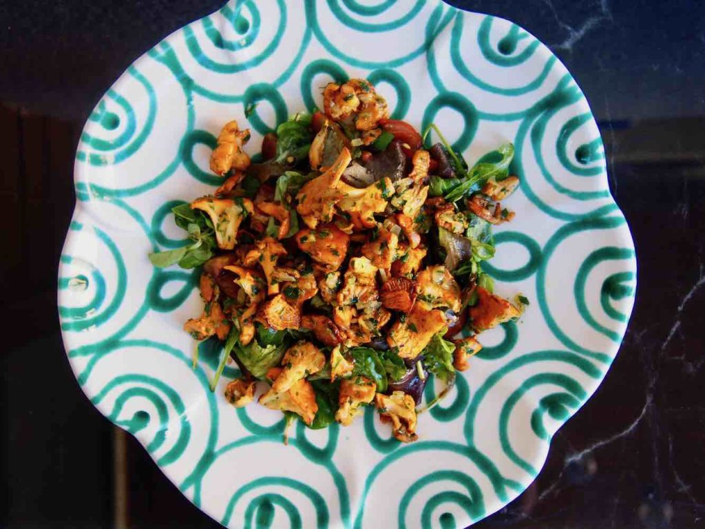 Salat mit Eierschwammerl