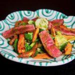Tagliata vom Rind mit Süßkartoffelspalten